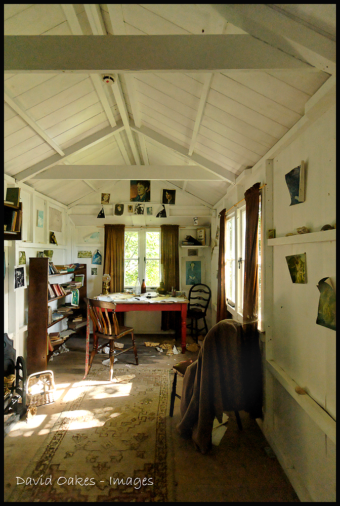 Dylan Thomas letters return to Laugharne boathouse