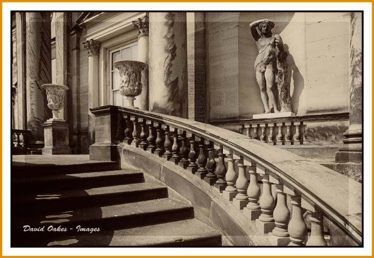 Grand-Entrance