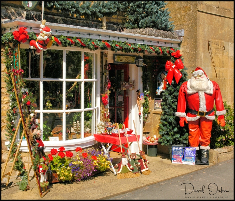 BROADWAY-(Its-always-Christmas-at-this-High-Street-shop)-01