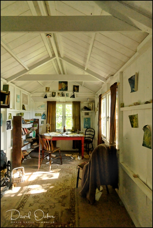 Laugharne,-Dylan-Thomas's-Writing-Shed-above-the-Taf-023-(2)