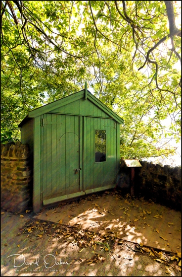 Laugharne,--Dylan-Thomas's-Writing-Shed-above-the-Taf-(2)