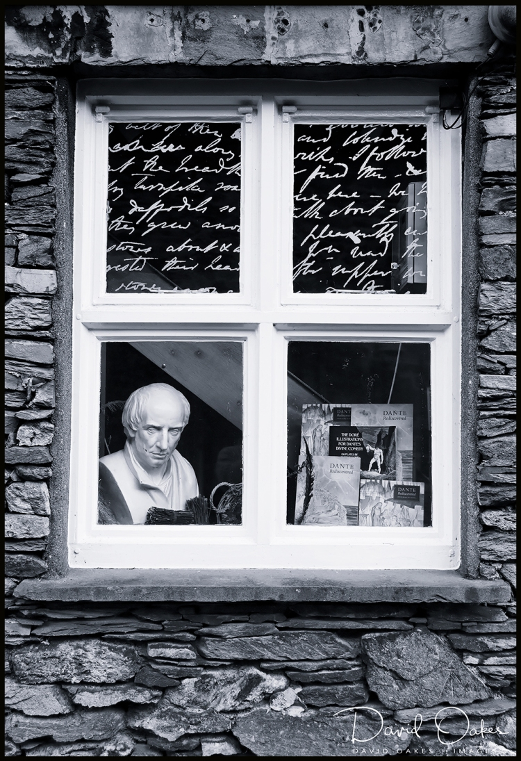 A-Wordsworth-Window-at-Grasmere,-Cumbria-108-qqbb